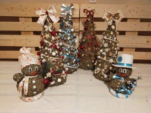Vianočné stromčeky a snehuliačikovia