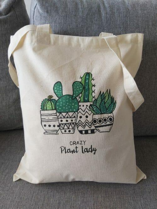 Ručne maľované tašky a batôžky.