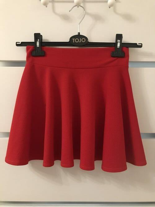 Červená sukňa