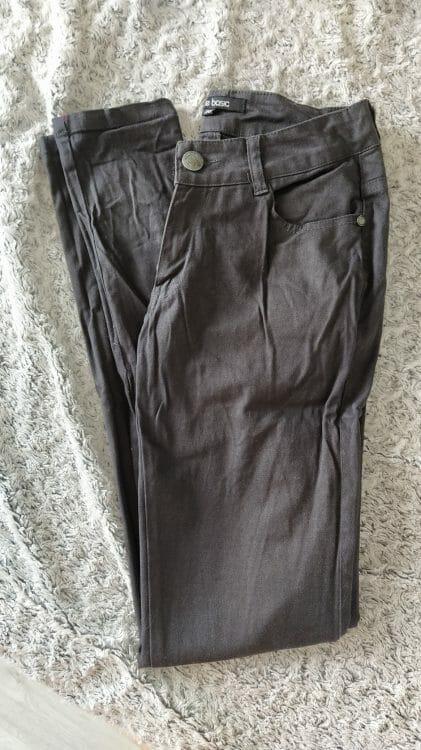 Sivé nohavice