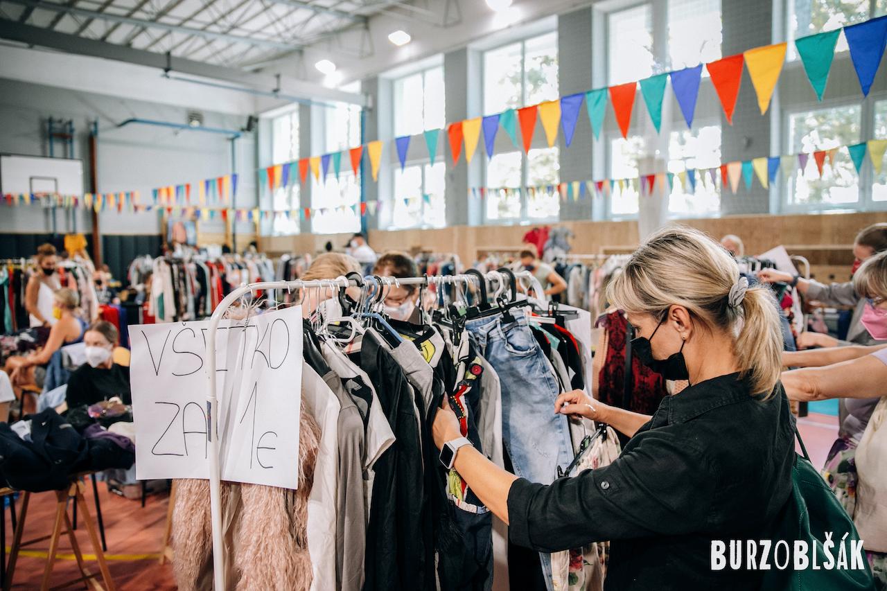 Meníte letný šatník za jesenný? Nakupujte ekologicky a šetrne!